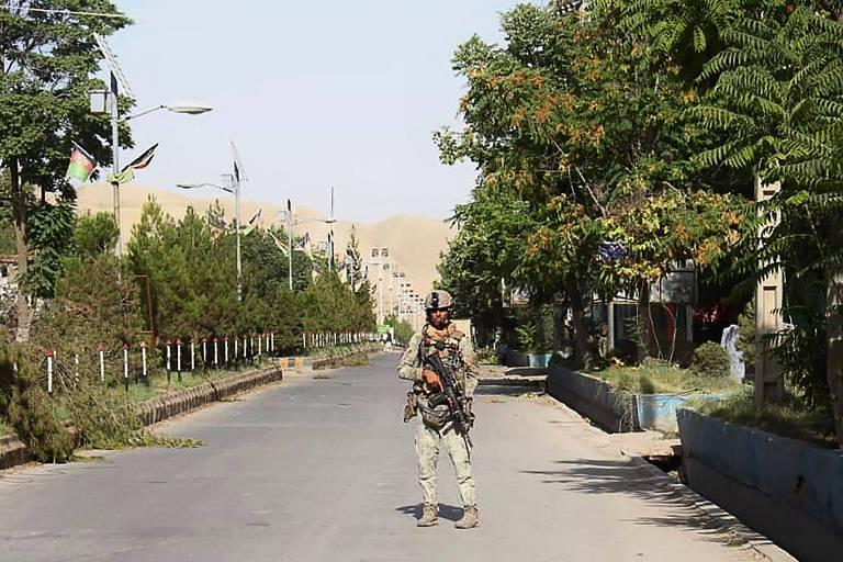 Biden adianta retirada americana do Afeganistão, e Rússia e China ocupam vácuo