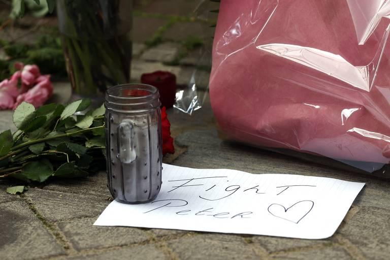 Holandeses prestam homenagem a jornalista baleado