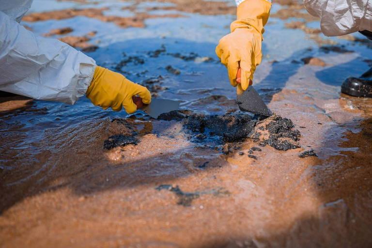 Marinha confirma que recentes manchas de óleo na BA são as mesmas de 2019