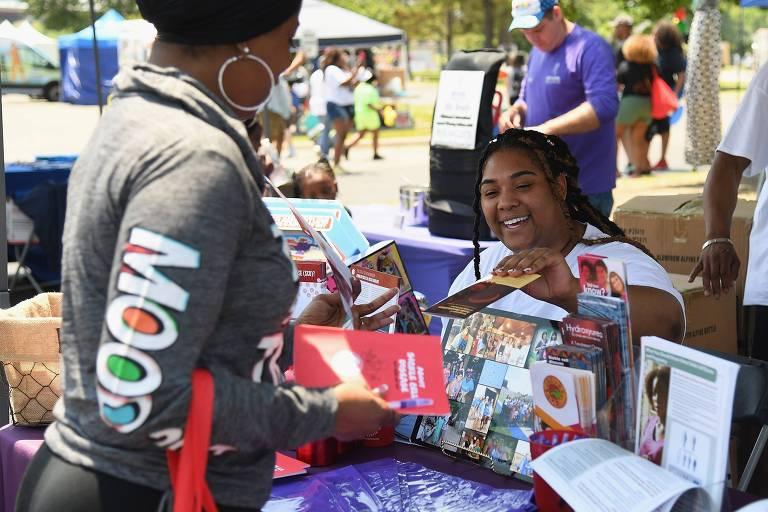 Campanha informa moradores sobre a anemia falciforme em Tulsa, Oklahoma (EUA)