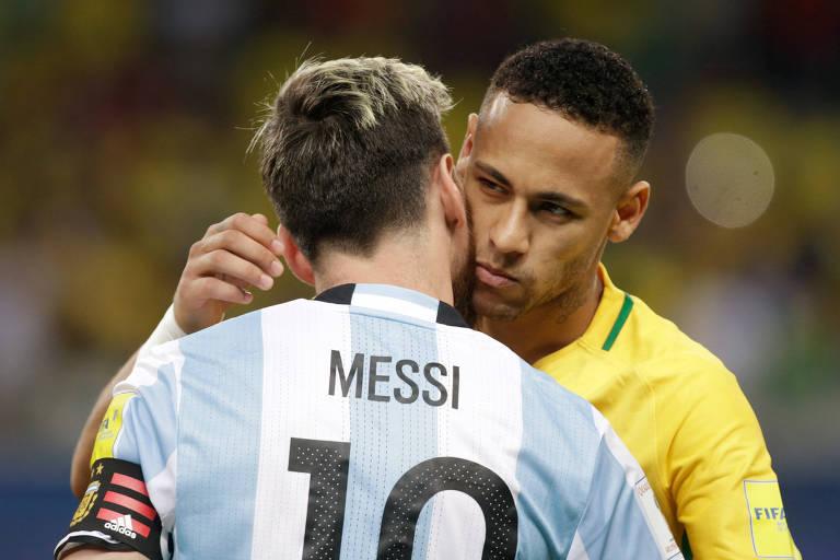 Neymar e Messi antes de duelo em 2016, pelas Eliminatórias, no qual o brasileiro marcou