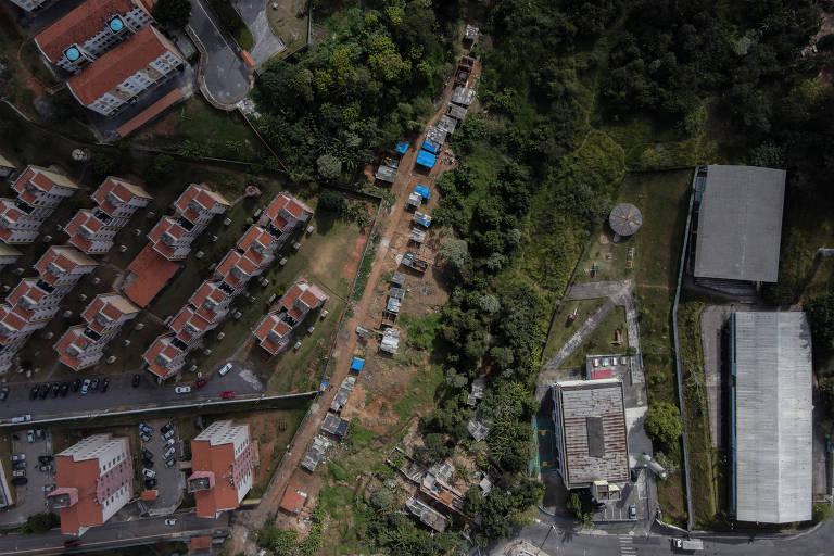 Ocupação irregular de barracos na área do Parque Fazenda da Juta, na zona leste de SP