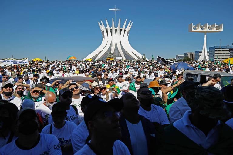 Brasília registra manifestação pró-armas e em defesa do governo Bolsonaro