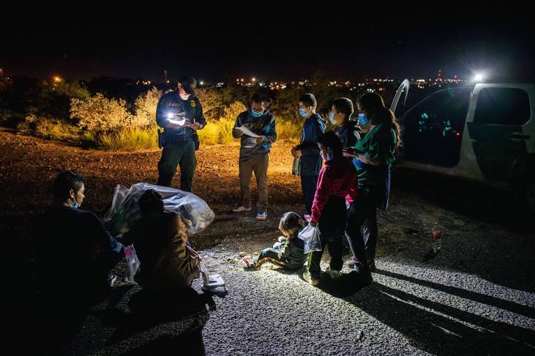 Patrulha de fronteira em Roma, no Texas, registra imigrantes que cruzaram o rio Grande para entrar nos EUA