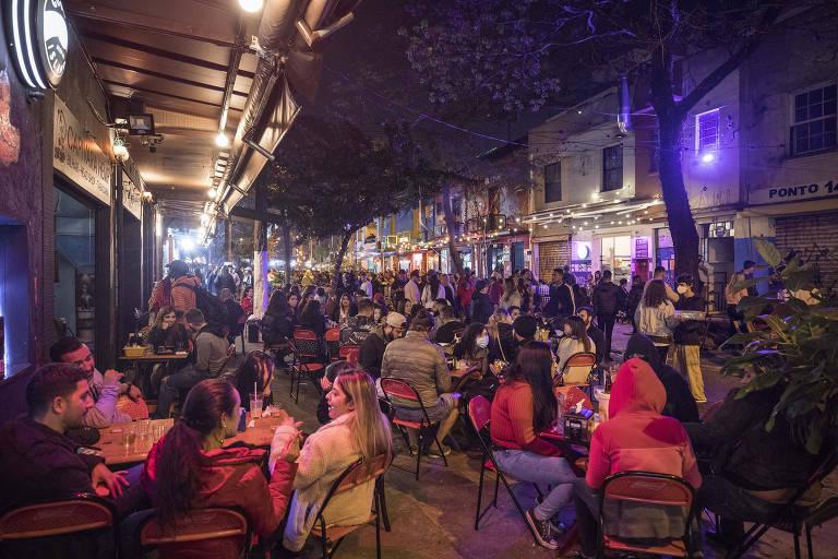 SP tem forte movimento de bares no 1º dia de funcionamento até 23h