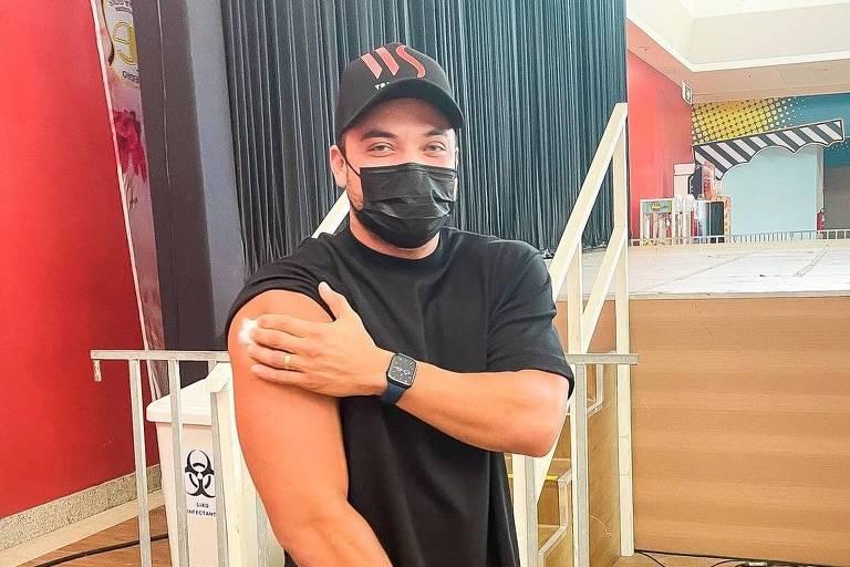 Wesley Safadão recebe vacina contra a Covid-19 em Fortaleza