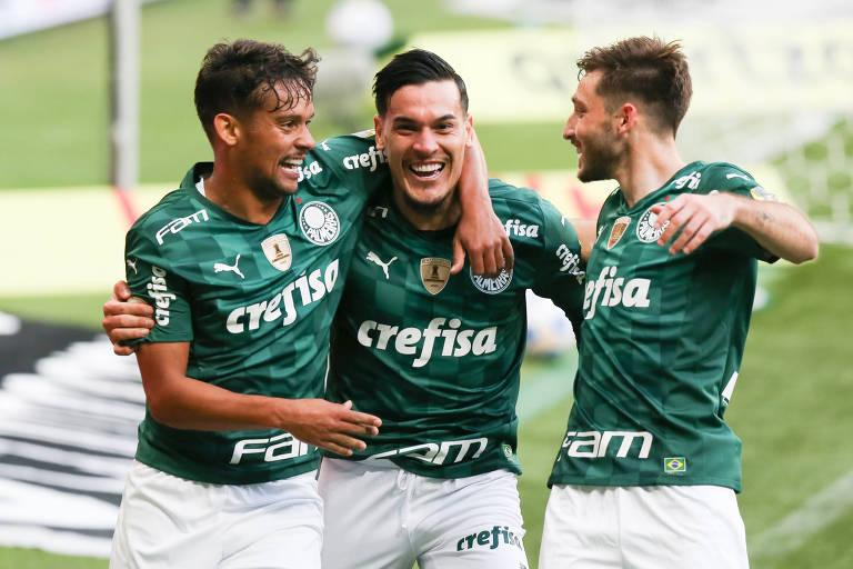 Palmeiras mostra força ofensiva, ganha do Santos e segue líder do Brasileiro
