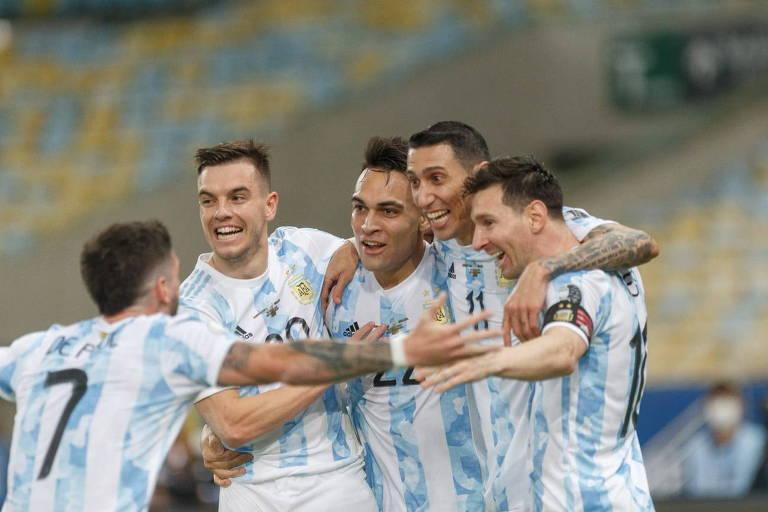 Di María celebra o gol do título da Argentina no Maracanã
