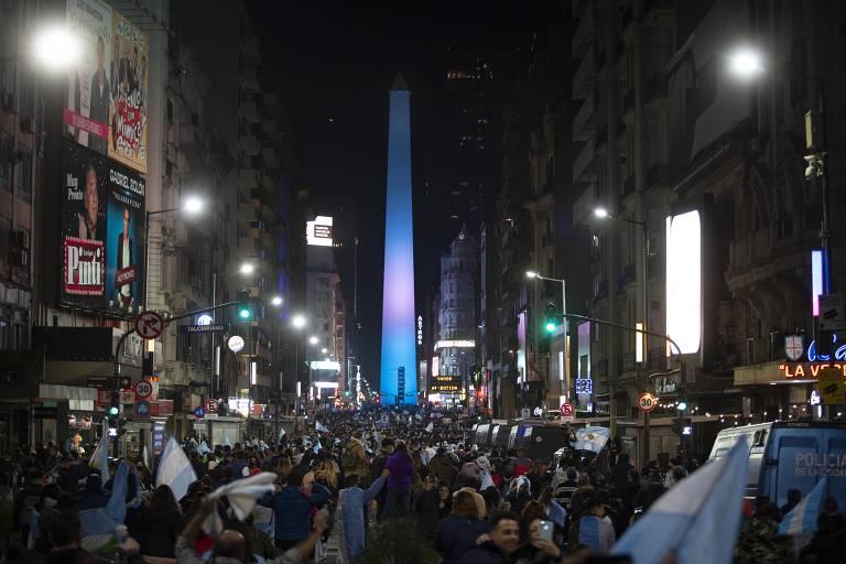 Argentinos chamam vitória sobre o Brasil de 'Maracanazo' e comemoram pela madrugada