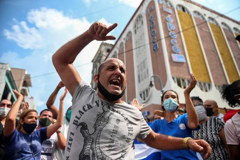 Milhares saem às ruas para protestar contra o governo em Cuba