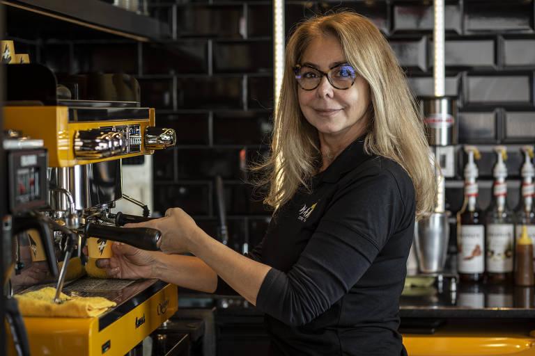 Mônica Macedo Preste, que junto com seu irmão, abriu uma franquia da cafeteria Mais1 Café