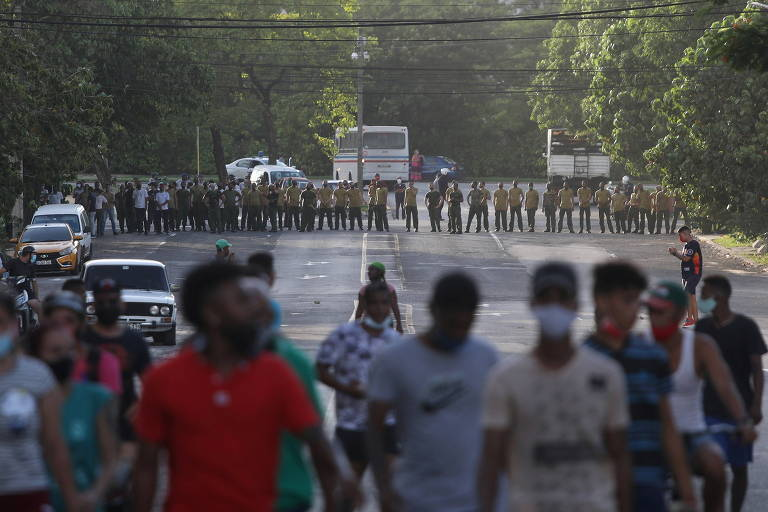 Por que Cuba explodiu nos maiores protestos em décadas na ilha?