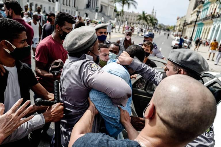 Lula ataca EUA e diz que não houve soldado em Cuba com joelho em cima de um negro nos atos