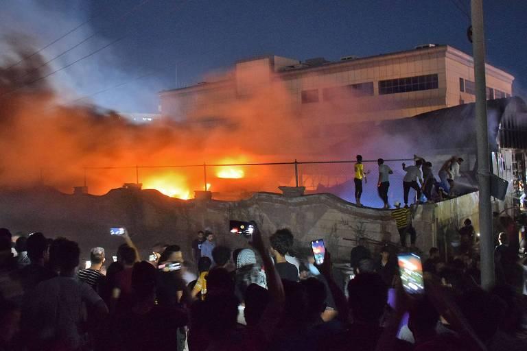 Incêndio em unidade para Covid-19 deixa mais de 60 mortos em hospital no Iraque