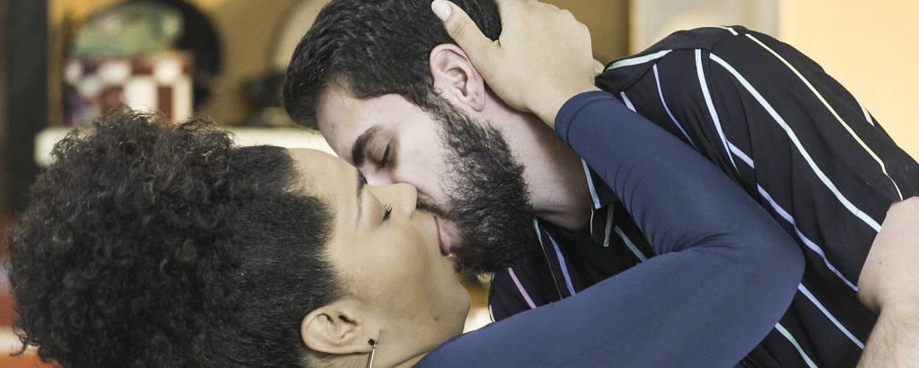 Beijo de Catatau (Bernado de Assis ) e Renatinha (Juliana Alves)