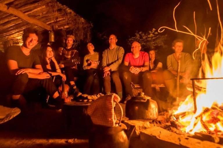 Lee realiza anualmente eventos musicais em florestas durante abril e maio, quando os rouxinóis da África visitam o Reino Unido