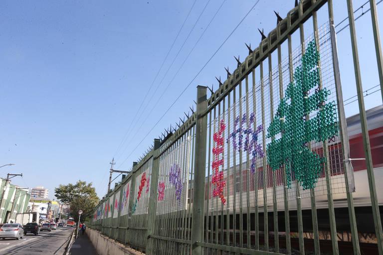 Obra de arte muda paisagem de estação da CPTM em São Paulo