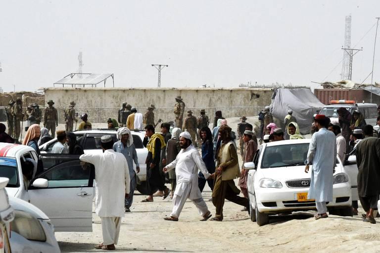 Taleban amplia controle no Afeganistão e toma posto de fronteira com Paquistão