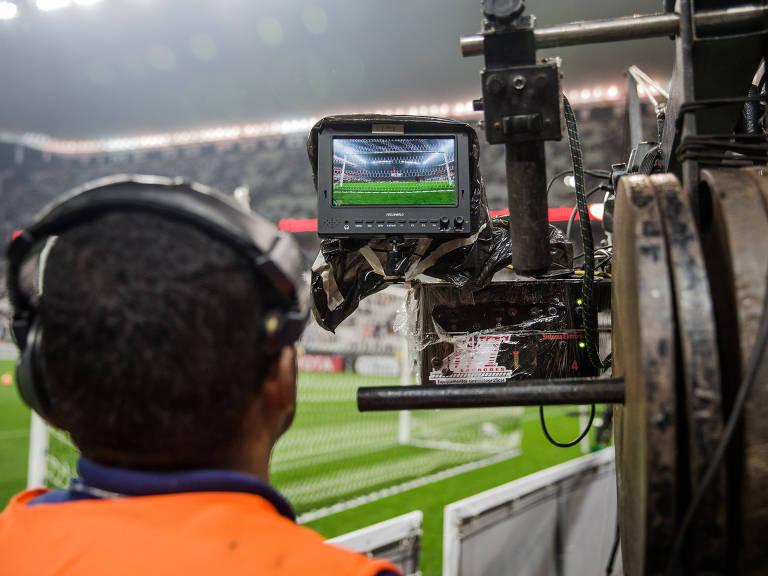 Câmera de transmissão durante partida entre Corinthians e Independiente Santa Fe, da Colômbia, válida pela fase de grupos da Copa Libertadores da América