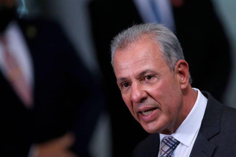 Em meio a crise hídrica, ministro de Minas e Energia fica mais de 20 dias em viagem e férias