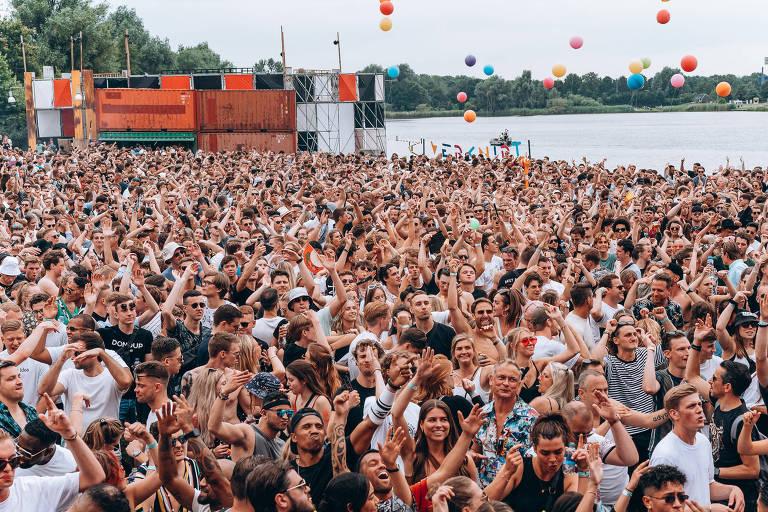 Coronavírus atinge centenas em festival na Holanda que dizia seguir protocolos
