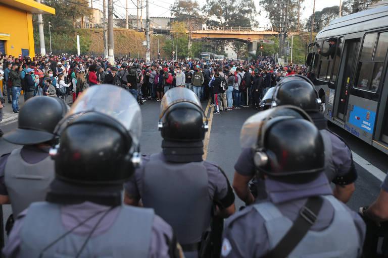 Avenida na zona sul de São Paulo é liberada após manhã de protestos