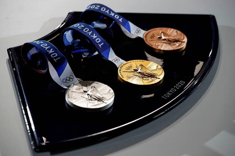 Medalhas de prata, ouro e bronze que serão distribuídas nos Jogos de Tóquio.