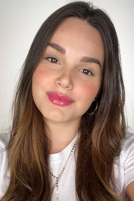 A maquiadora Léticia Gomes e suas transformações
