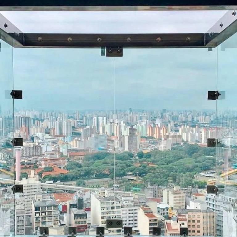 Veja os deques de vidro do Sampa Sky, no Mirante do Vale