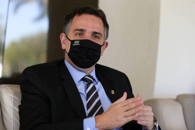 Pacheco vê erros e acertos do governo na pandemia e trata como infeliz frase de Bolsonaro sobre eleição