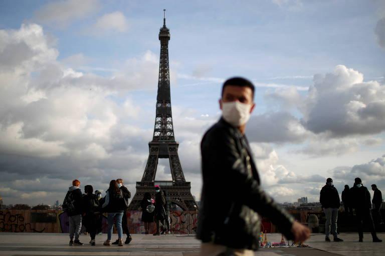 Torre Eiffel volta a receber visitantes após oito meses fechada