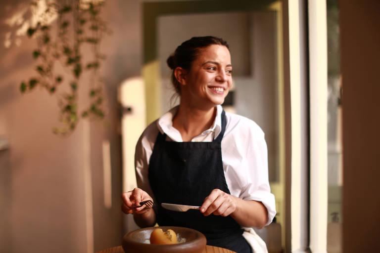 A chef Elisa Fernandes comanda a cozinha do Clos Wine Bar e Bistrô, na Vila Madalena