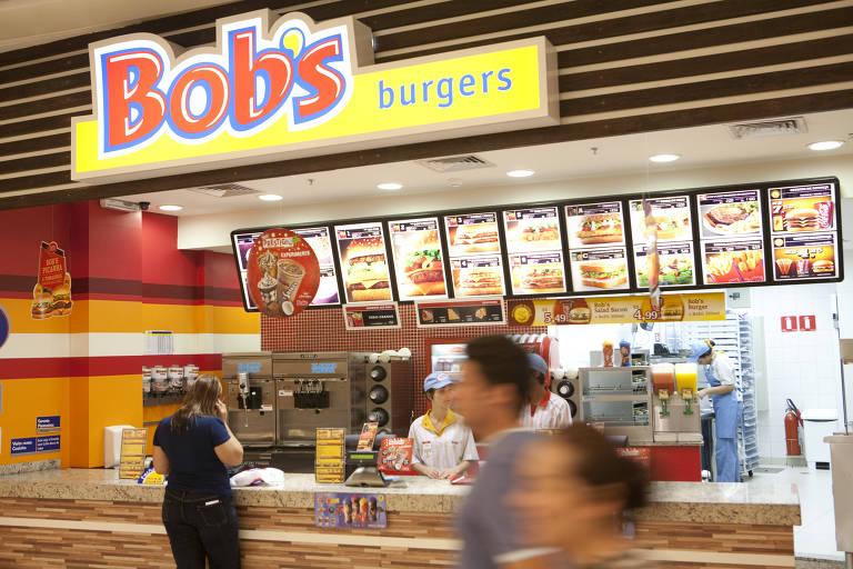 Bob's é condenado a indenizar funcionária obrigada a comer lanche