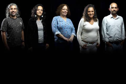 DA ESQ. PARA DIR. >. Gustavo Pagiossi Salvador, Fabiana de Matos Barbosa, Marli Paes Landim, Carla Aparecida da Silva Vitor e Fabio Paiva Reis