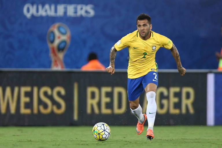 Aos 35 anos, Daniel Alves vai liderar os garotos da seleção durante os Jogos do Japão