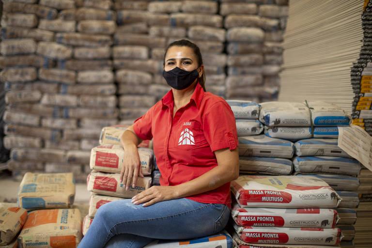 Simonia Mário Moreira, proprietária da ABM Gesso, em uma das unidades de sua empresa, na zona sul de São Paulo
