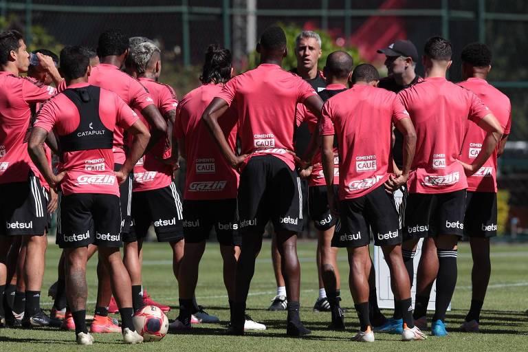 Desfalcado, São Paulo pega Fortaleza antes de jogo decisivo na Libertadores