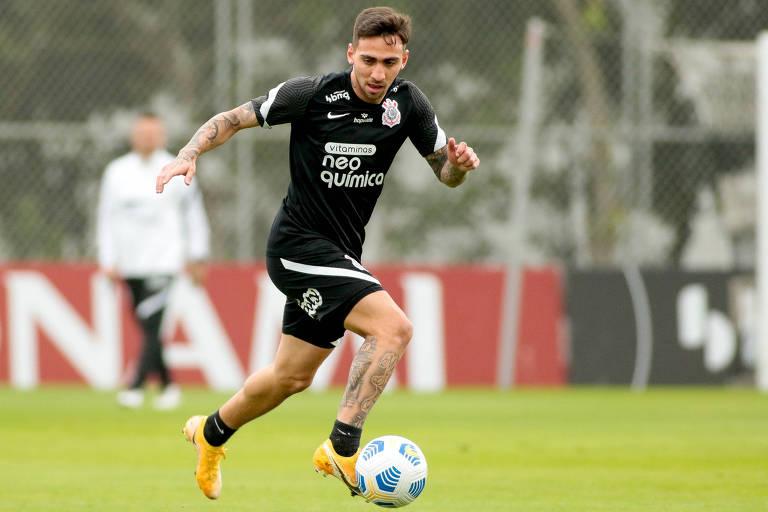 Destaque nos dribles e passes, Gustavo Silva busca o gol contra o Atlético-MG