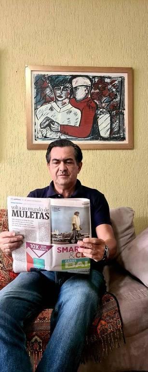 Luiz Thadeu Nunes e Silva, leitor contumaz da Folha, com a edição do caderno Cotidiano, de 2015, que traz reportagem sobre sua vida