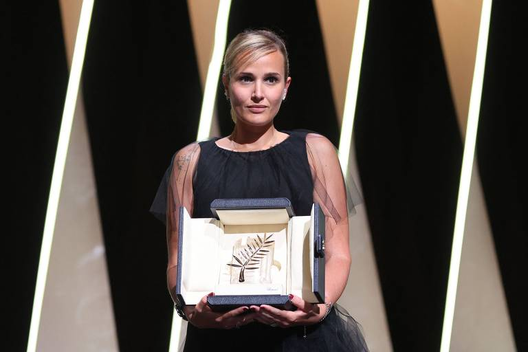 Cannes premia a diretora Julia Ducournau, de 'Titane', com a Palma de Ouro