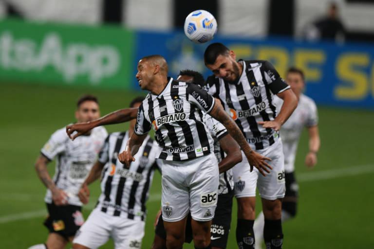 Hulk marca dois e Atlético-MG vence o Corinthians de virada em Itaquera