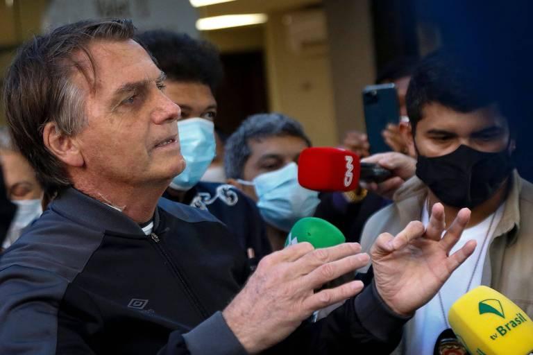 Bolsonaro defende Pazuello sobre reunião com intermediária e diz que 'propina, é pelado dentro da piscina'