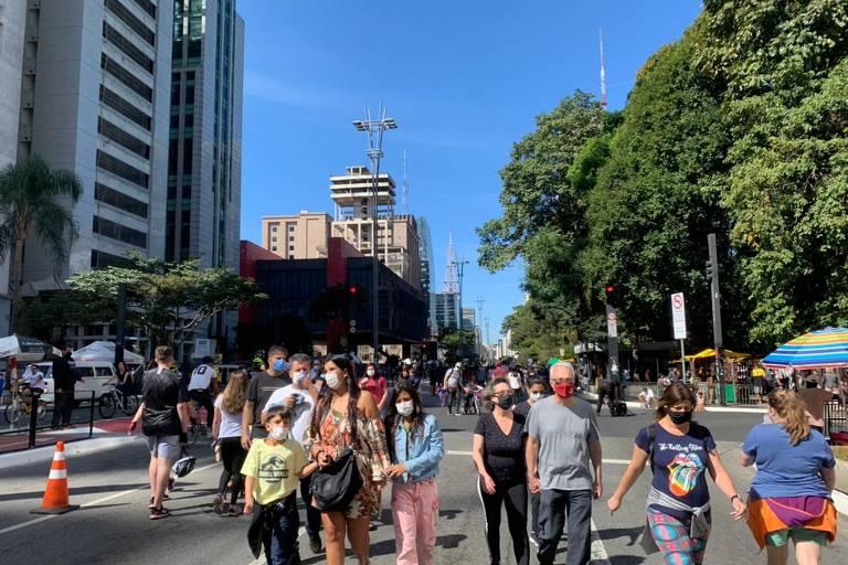 Avenida Paulista é reaberta a pedestres e ciclistas em caráter experimental