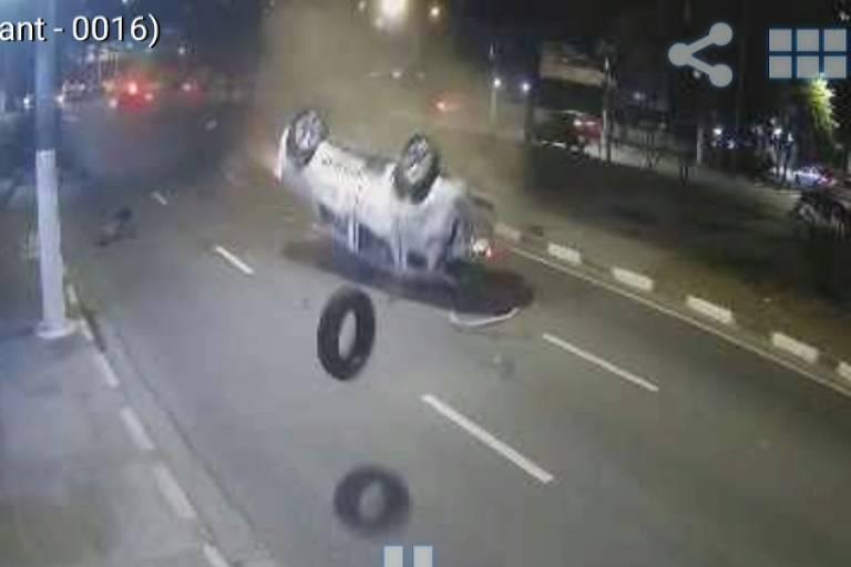 PM de SP morre após ser arremessado em acidente entre duas viaturas