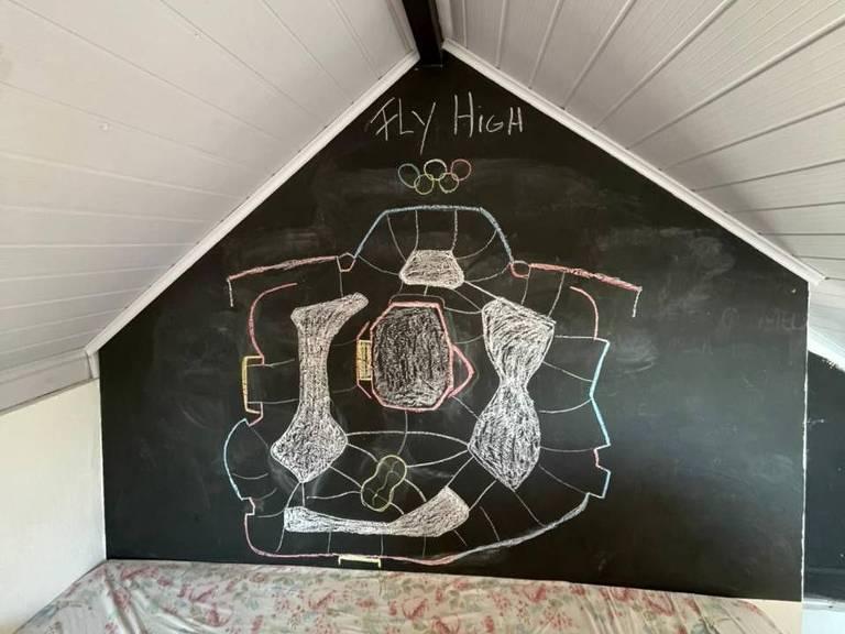 Yndiada desenhou no pé da sua cama a pista de skate em que ela irá competir em Tóquio, para memorizar a volta que fará