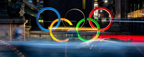 The Olympic Rings are displayed in Tokyo's Nihonbashi district on July 10, 2021. (Photo by Philip FONG / AFP)