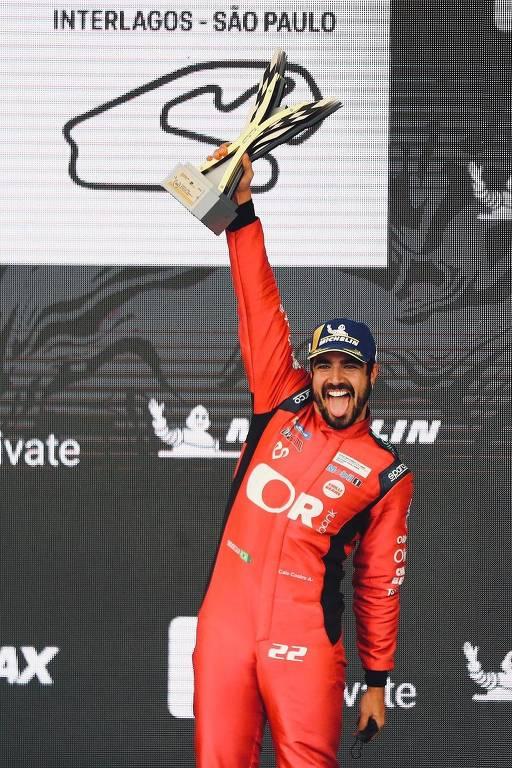 O ator e piloto brasileiro Caio Castro terminou no lugar mais alto do pódio na GT3 Cup Porsche XP Private Cup em Interlagos. Com a vitória, Caio Castro entrou no top10 da competição