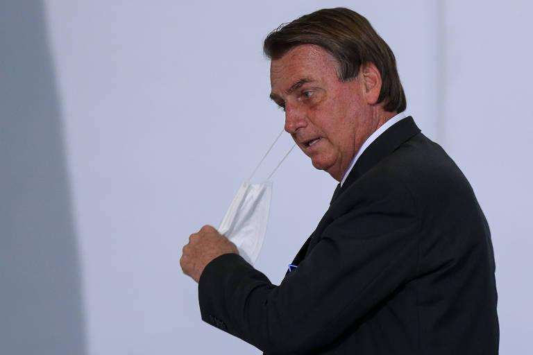 Vídeo mostra assessora apontando indecisão de Bolsonaro sobre vacina