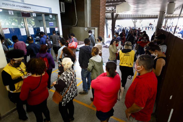 Passageiros enfrentam até 3 horas de fila para regularizar Bilhete Único em São Paulo