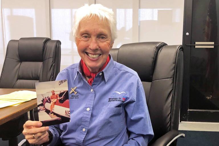 Quem é Wally Funk, piloto feminina pioneira que irá com Jeff Bezos no voo espacial